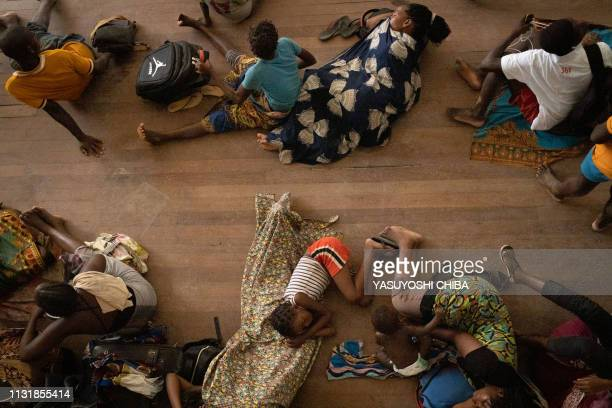 People from the isolated district of Buzi take shelter in the Samora M Machel secondary school used as an evacuation center in Beira Mozambique on...