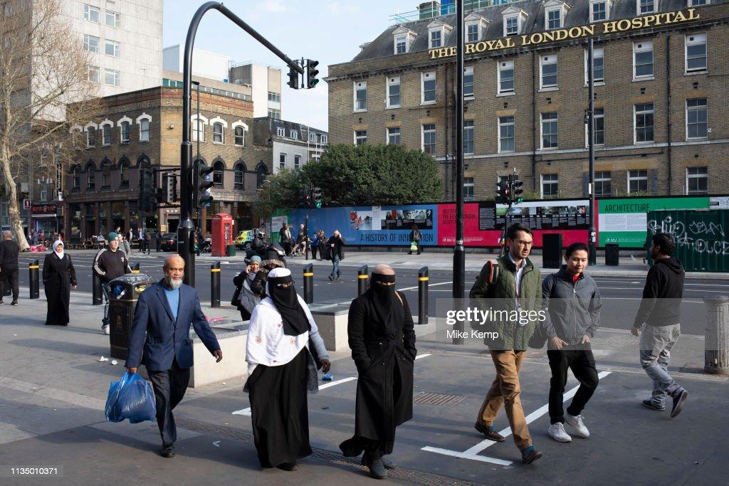 Muslim Community In Whitechapel London : News Photo