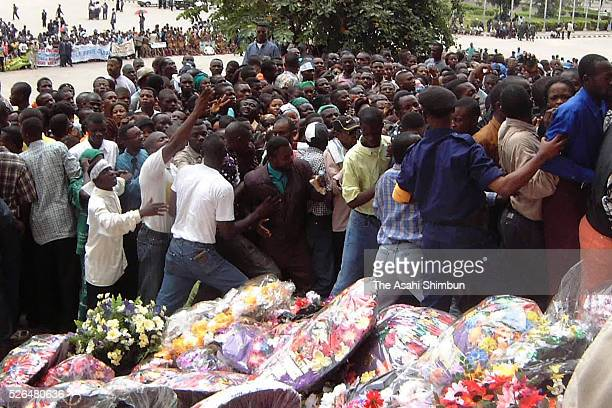 People gather as the funeral of assassinated President LaurentDesire Kabila is held on January 23 2001 in Kinshasa Democratic Republic of Congo