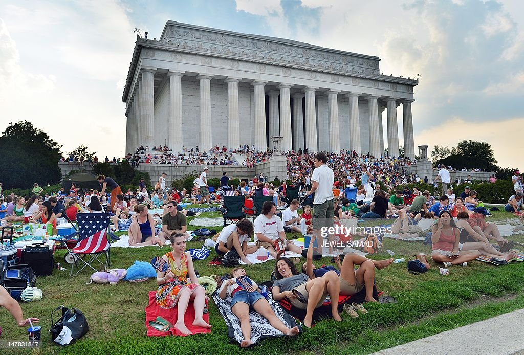 People gather at the Lincoln Memorial to : News Photo
