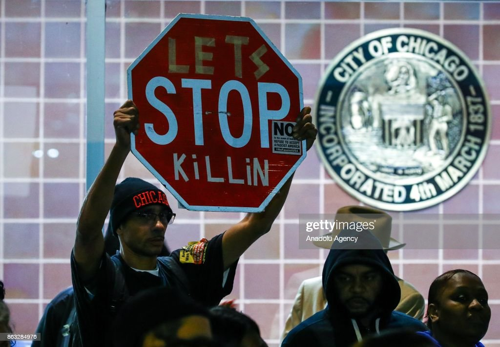 Protest against police violence in Chicago : News Photo