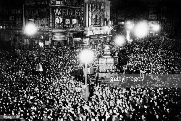 People gather in Piccadilly Circus to celebrate the 1948 new year on December 31 1947 / AFP /