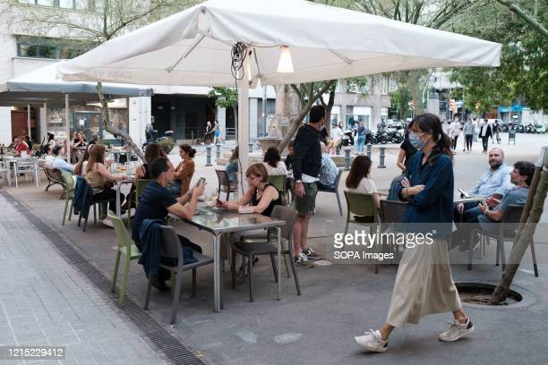 People gather on the terrace during the First Day of Phase 1 The measures of confinement in Spain are becoming increasingly lax Phase 1 of the...
