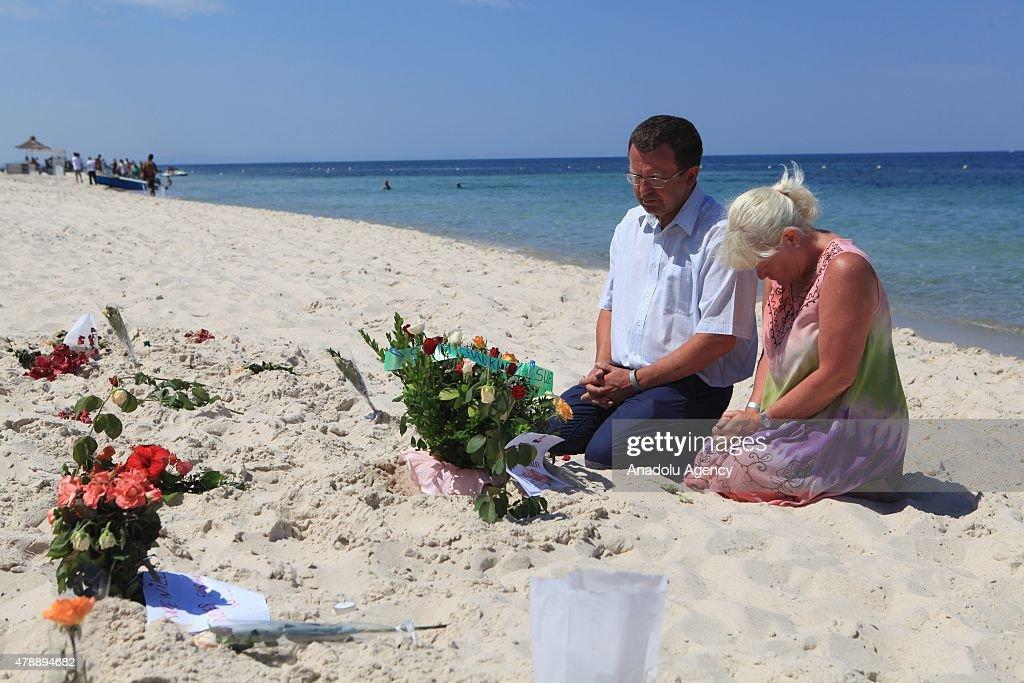 People commemorate the victims of gunmen attack in Tunisia : News Photo