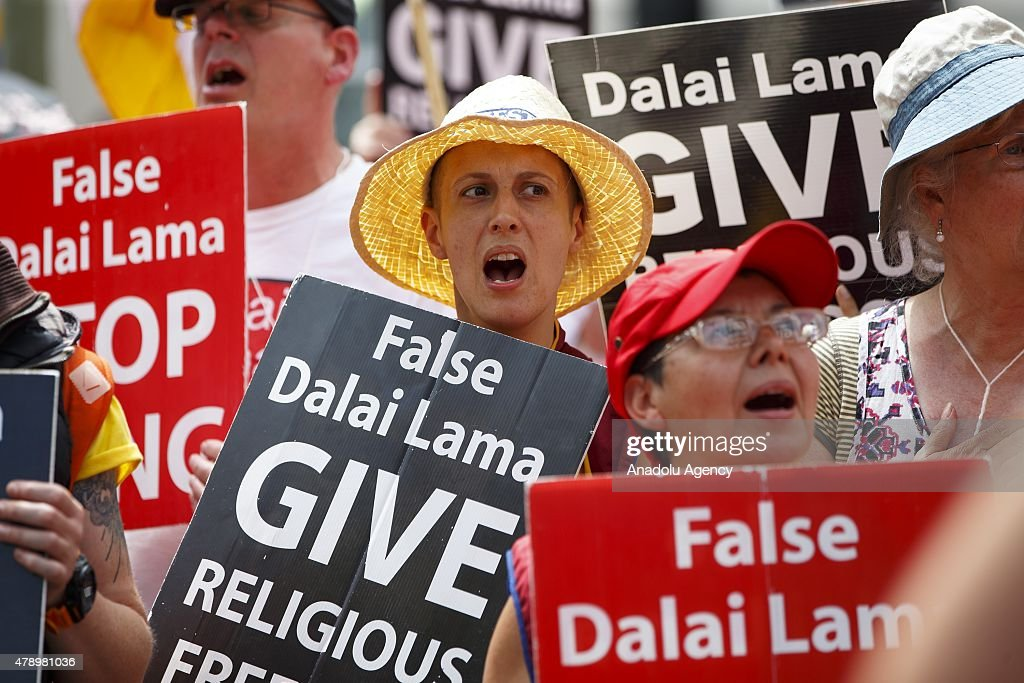 Rival protests for Dalai Lama of Tibet in England : News Photo