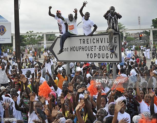 People gather to see the exprime minister Alassana Dramane Ouattara candidate for the Rassemblement Démocratique pour la République for the...