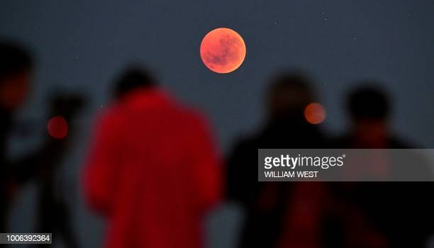 TOPSHOT People gather to watch a blood moon eclipse in Melbourne on July 28 2018