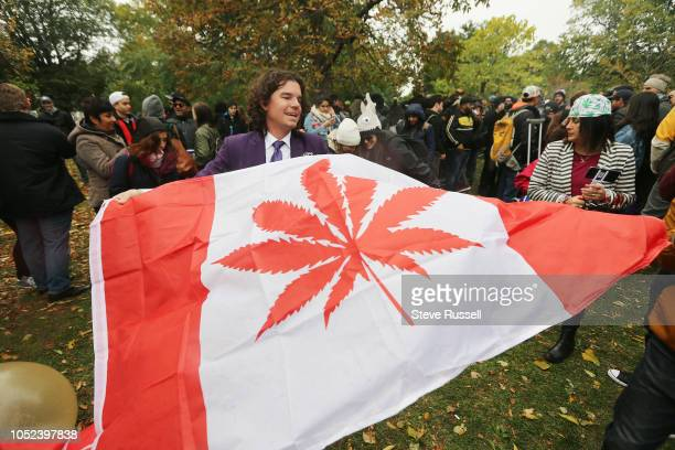 People gathered a 4:20 for a 420 celebration of legalization day of marijuana at Trinity Bellwoods in Toronto. October 17, 2018.