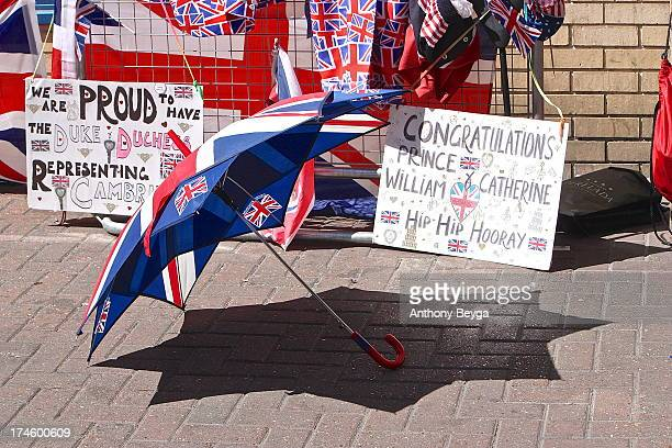 CONTENT] People gathered days in advance to await the arrival of the new Royal Baby The well wishers set up camp outside the Lindo Wing of St Mary's...