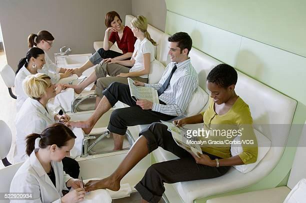 people getting pedicures - black pedicure fotografías e imágenes de stock