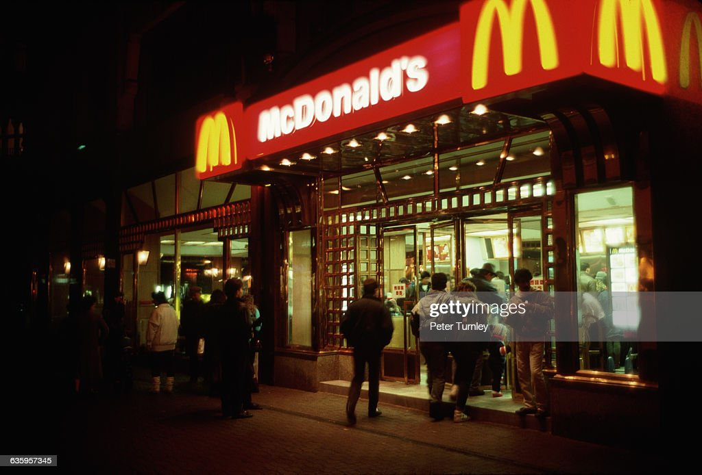 People Going to McDonald's at Night : News Photo