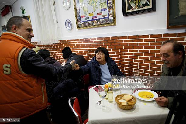 People greet each other during a free dinner for homeless people at Robin Hood restaurant on December 5 2016 in Madrid Spain Association Messengers...