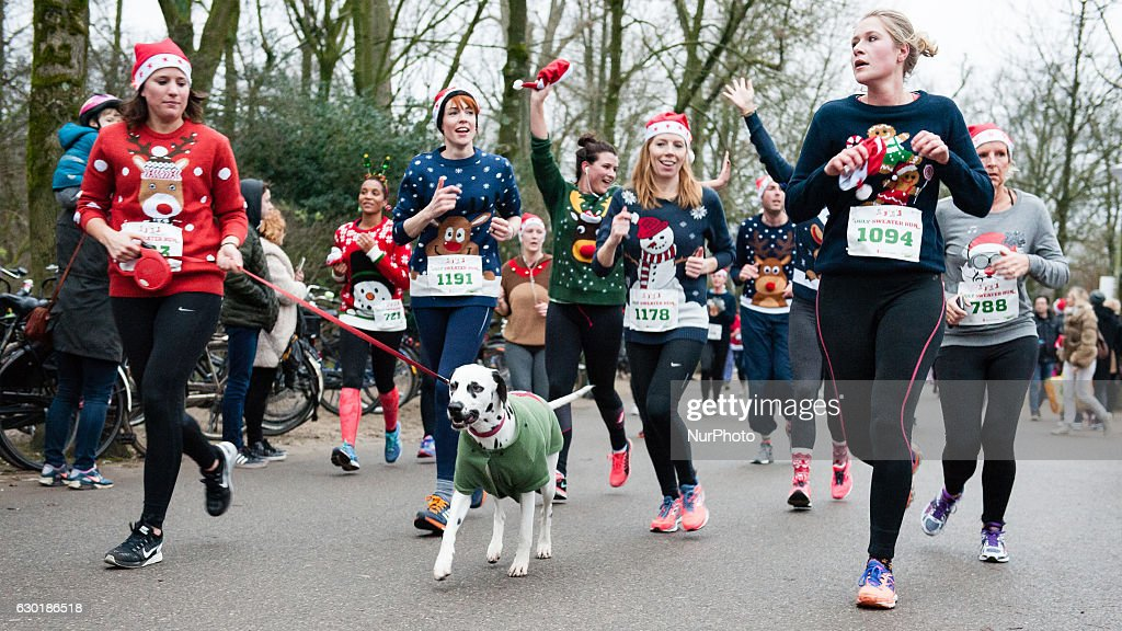 Ugly sweater run in Amsterdam : Nachrichtenfoto