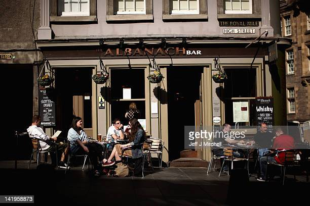 People have a drink in a bar on the Royal Mile on March 27 2012 in Edinburgh Scotland A favourite with visitors and one of the busiest streets in the...