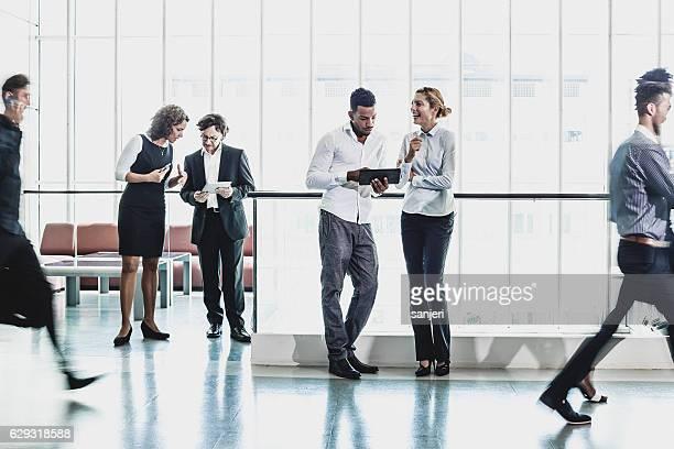 Personnes ayant une réunion d'affaires