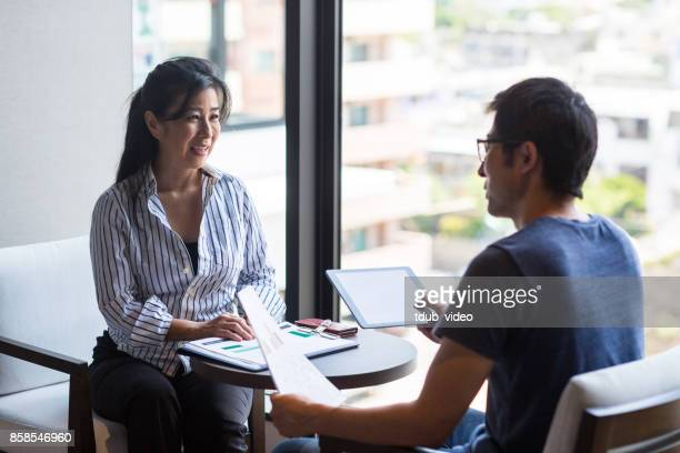people having a meeting - tdub_video stock pictures, royalty-free photos & images