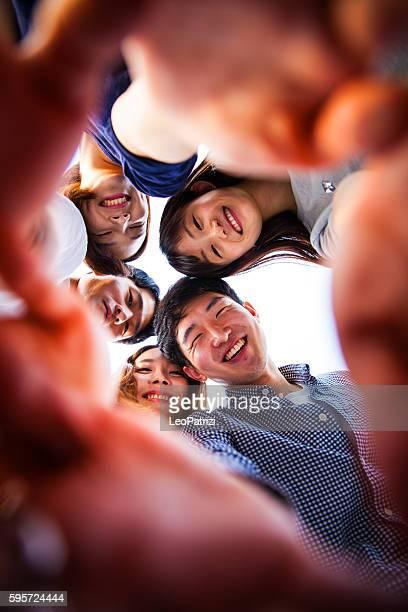 Pessoas uma divertir-se, uma tirar um Selfie juntos em Festa