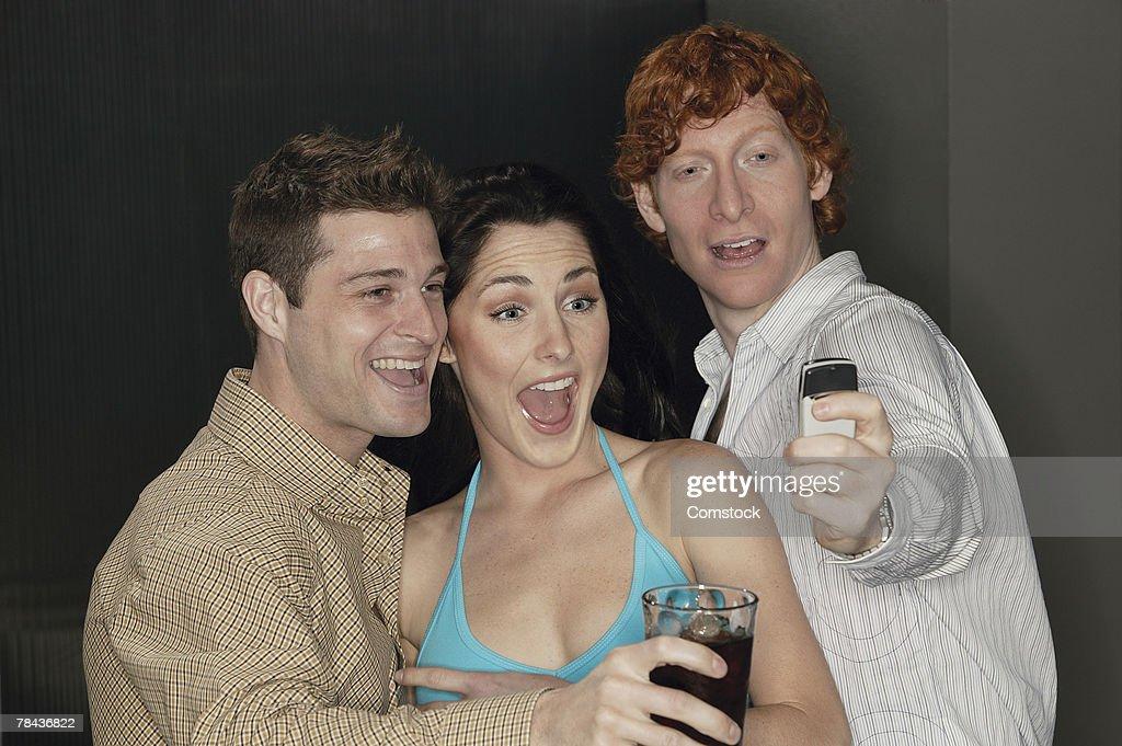 People having fun with camera phone : Stockfoto