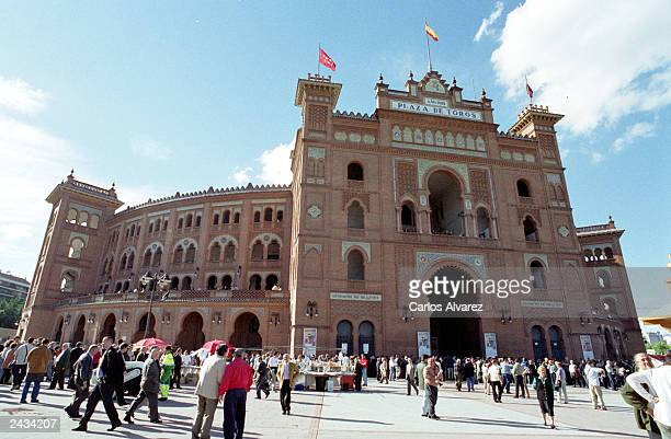 People head to the bullring 'Ventas' May 16 2001 in Madrid on the fifth day of the San Isidro Bullfighting Festival