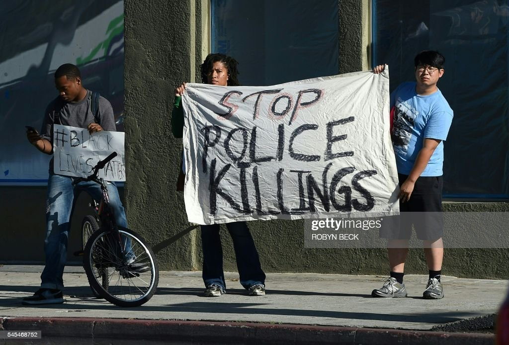 TOPSHOT-US-CRIME-POLICE-SHOOTING : Foto jornalística