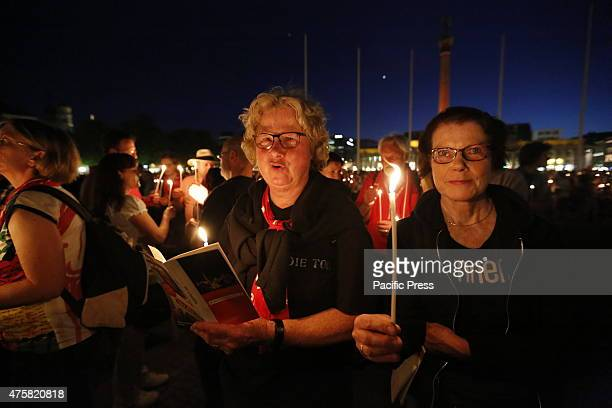 People hold candles at the Schloßplatz during the evening blessing on the first day of the 35th German Protestant Church Congress The first day of...