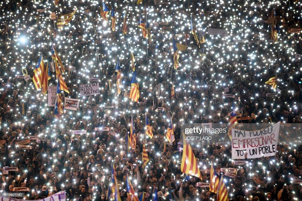 TOPSHOT-SPAIN-CATALONIA-DEMO-POLITICS : News Photo