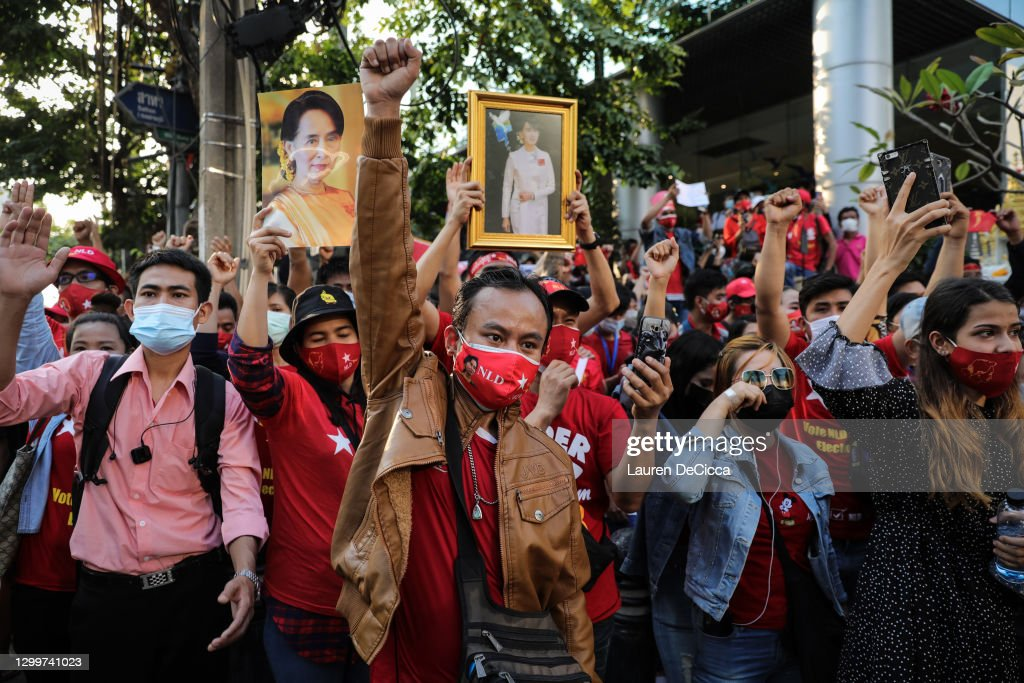 Protest At Myanmar Embassy In Bangkok After Coup : ニュース写真