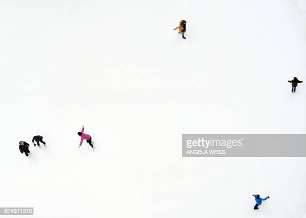 People ice skate at The Rink at Rockefeller Center on November 16 2017 in New York City / AFP PHOTO / ANGELA WEISS
