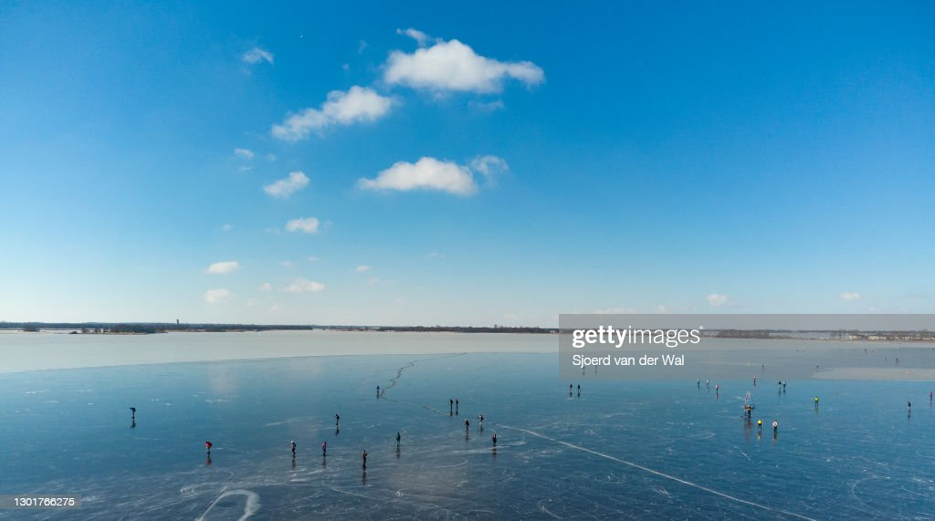 People Ice Skating in The Netherlands : Fotografia de notícias