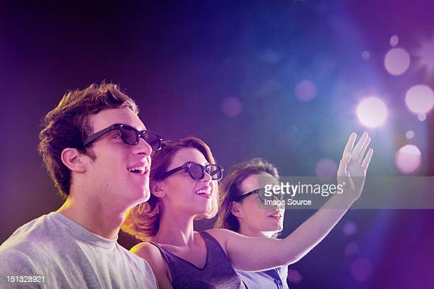 people in 3d glasses looking towards light - epic film foto e immagini stock