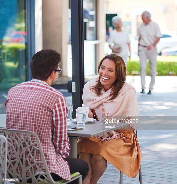 人のストリートカフェ