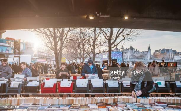 people in book market. london - bancarella foto e immagini stock