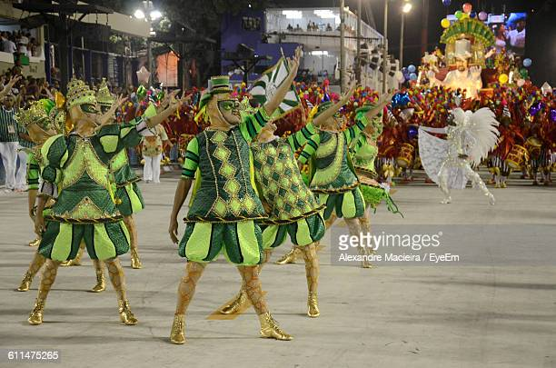people in costume dancing at carnival - brazilian carnival stock pictures, royalty-free photos & images
