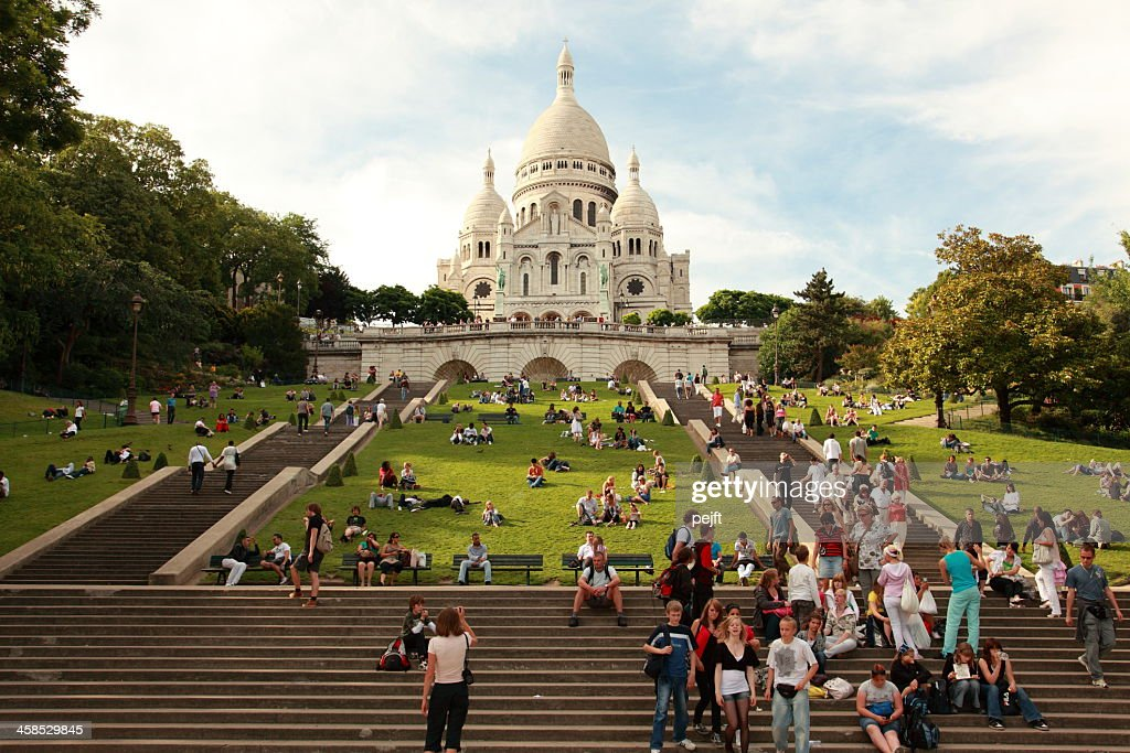 People in front of Basilique Du Sacre Coeur : Stock Photo