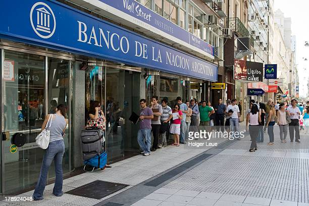People in line at Banco de la Nacion Argentina