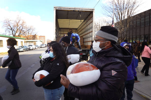 IL: Charity Gives Away Thanksgiving Turkeys To Chicagoans In Need