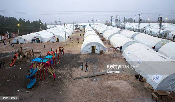 people in refugee camp - refugee camp stock pictures, royalty-free photos & images