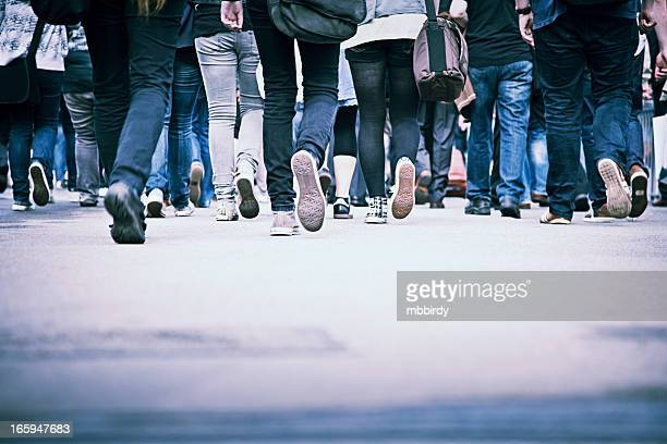 people in rush hour - pedestrian zone stock pictures, royalty-free photos & images