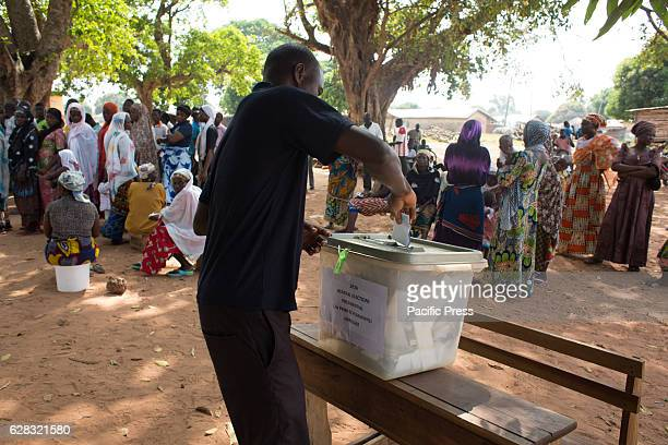 People in the town of Nakpayili vote in the Presidential and Parliamentary election