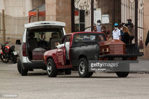 People in trucks make a line and wait outside Jardines de Esperanza cemetery in Guayaquil, with coffins to be buried on April 10, 2020 in Pascuales,...