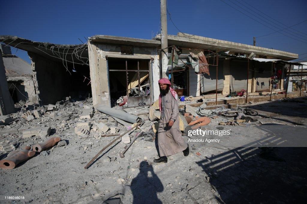 Airstrikes continue to hit Idlib : Nieuwsfoto's