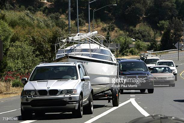 People leave the San Francisco bay area at the beginning of the 4th of July holiday weekend on June 30, 2006 in San Francisco, California. Despite...