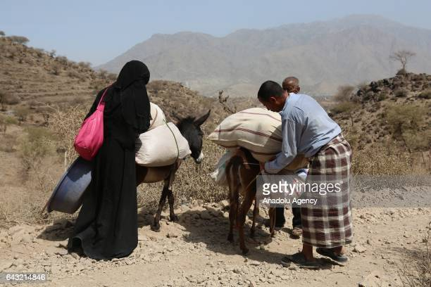 People leave the village with his belongings after Houthis captured Tubeysia village in Taiz province, Yemen on February 20, 2017.