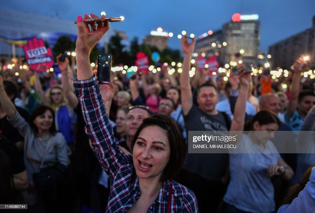 ROMANIA-EU-VOTE : News Photo