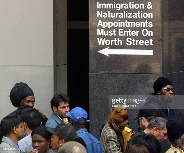 People line the sidewalk in front of the Jacob Javitts Federal Bulding in Lower Manhattan 30 April 2001 in New York City Today is the final day for...