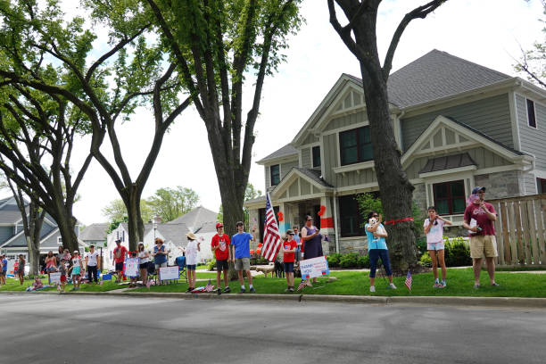 IL: Illinois First Responders And Military Take Part In Rolling Memorial Day Parade