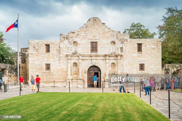 people line up in front of the alamo in san antonio texas - alamo stock pictures, royalty-free photos & images