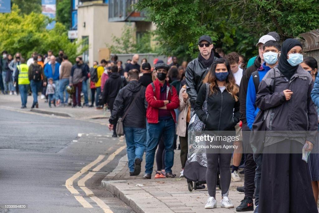 BRITAIN-LONDON-COVID-19-VACCINATION : News Photo