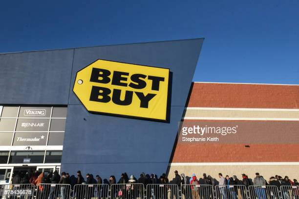 People line up outside of Best Buy near the Green Acres Mall on Black Friday on November 24 2017 in Valley Stream NY