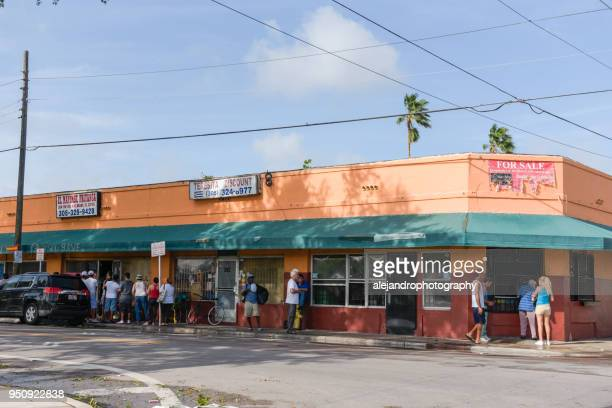people lined up for food after hurricane irma - miami dade county stock photos and pictures